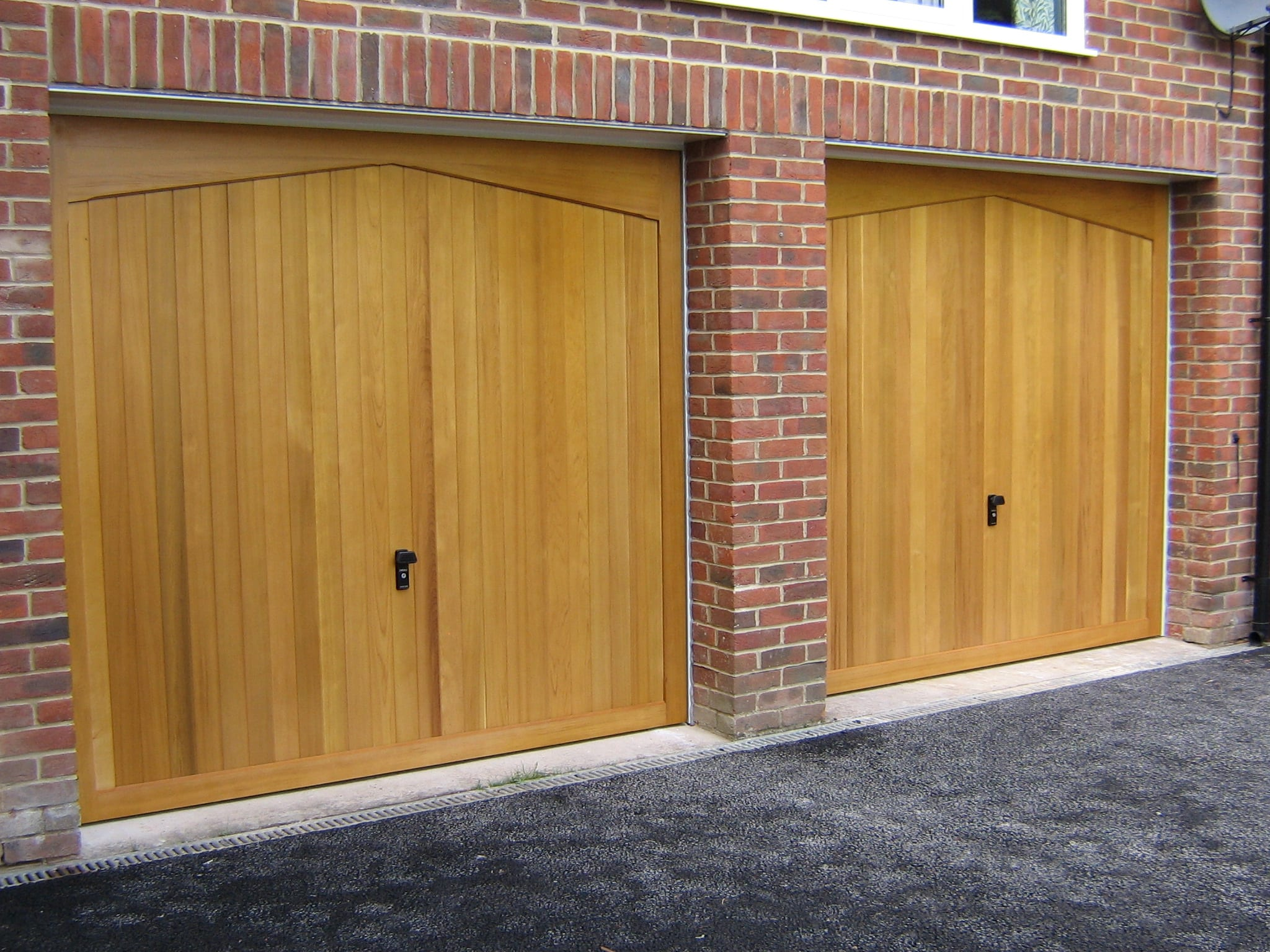 Garage doors surrey servicing installation repairs in for Garage doors