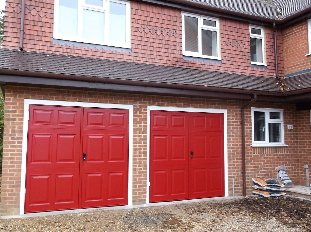 Garage doors chobham surrey professional garage doors for Garage doors uk